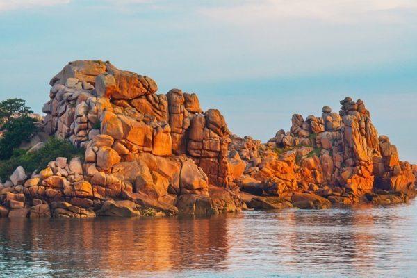 Steilwand an der Rosa Granitküste Originalbild