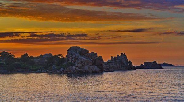 Steilhang der Rosa Granitküste Originalbild